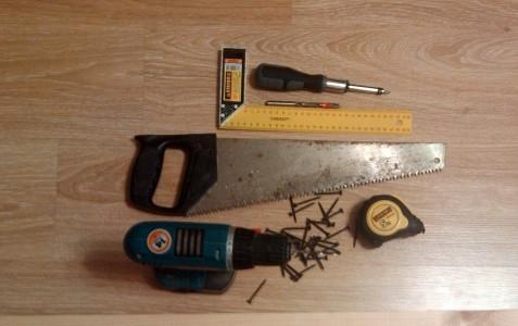 Инструменты для монтажа; рулетка, ножовка, дрель.