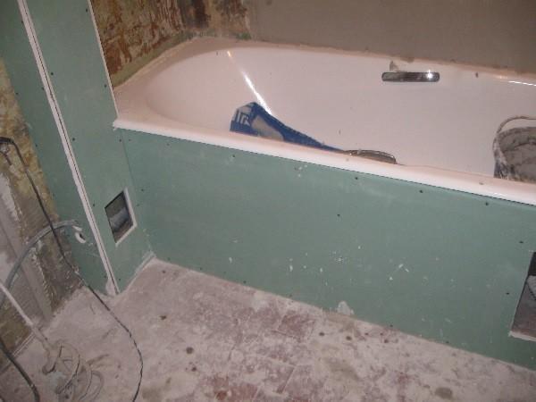 Трубы в ванной под гипсокартоном