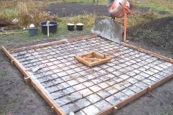 Опалубка и арматура крышки выгребной ямы