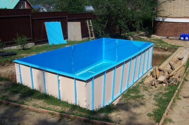Бассейн можно изготовить из любого материала. Стенки бассейна Вы можете сделать из натурального камня, полипропилена и многих других материалов.