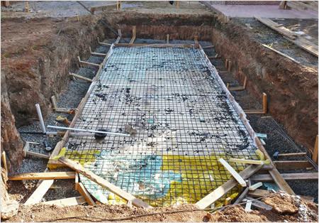 Подготовка пола бассейна к заливке бетоном