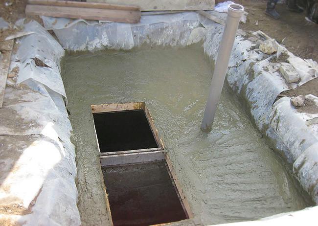 Выгребная яма без откачки своими руками фото