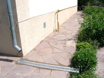 Ливневая канализация предназначена для вывода дождевых и талых вод с участка.