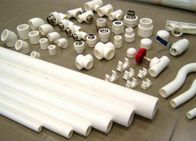 Металлопластиковые трубы соединяются с помощью фитингов.