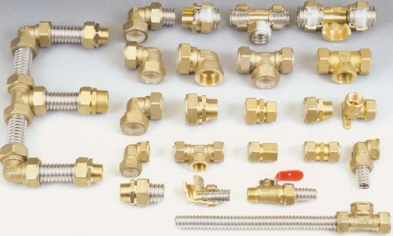 Муфты для соединения труб могут быть сделаны из разных материалов.