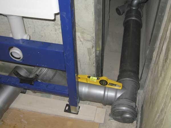 Подводка канализационного отвода к системе инсталляции