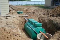 Септик-накопитель - это герметичная емкость, для сбора сточных вод, очищающаяся при помощи ассенизаторской машины.