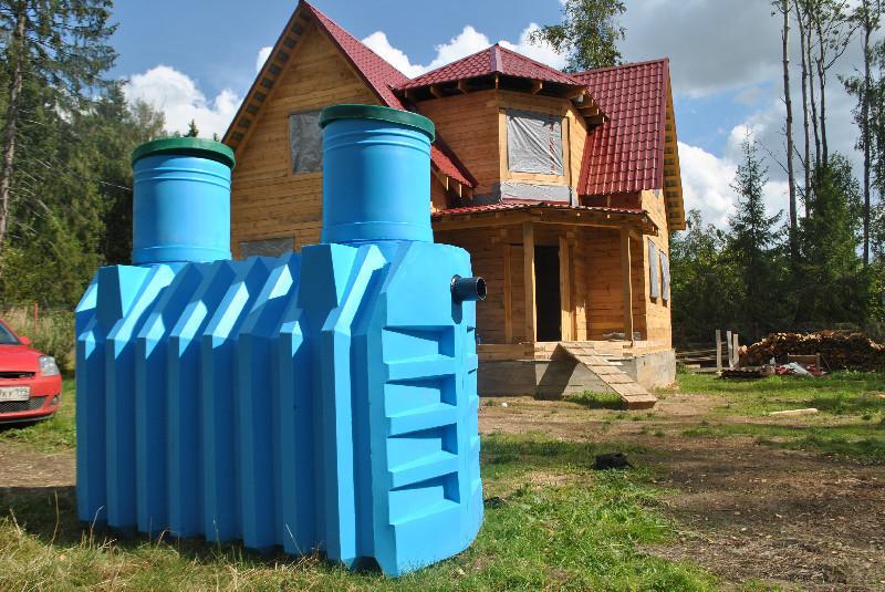 Прежде чем построить баню необходимо продумать систему отвода воды. Иначе фундамент начнет гнить и будет высокая влажность.