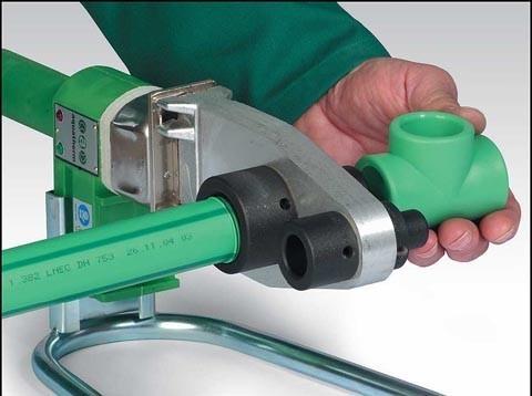 Для спайки полипропиленовых труб используется специальное оборудование.