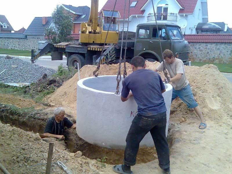 Канализационный колодец из бетонных колец