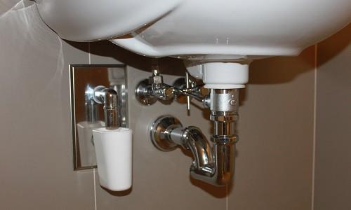 Монтаж раковины в ванной комнате